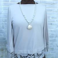 Lange Halskette mit Glasperlen und einer Herzmuschel in weiß, maritime Geschenkidee für Meerverliebte Bild 6