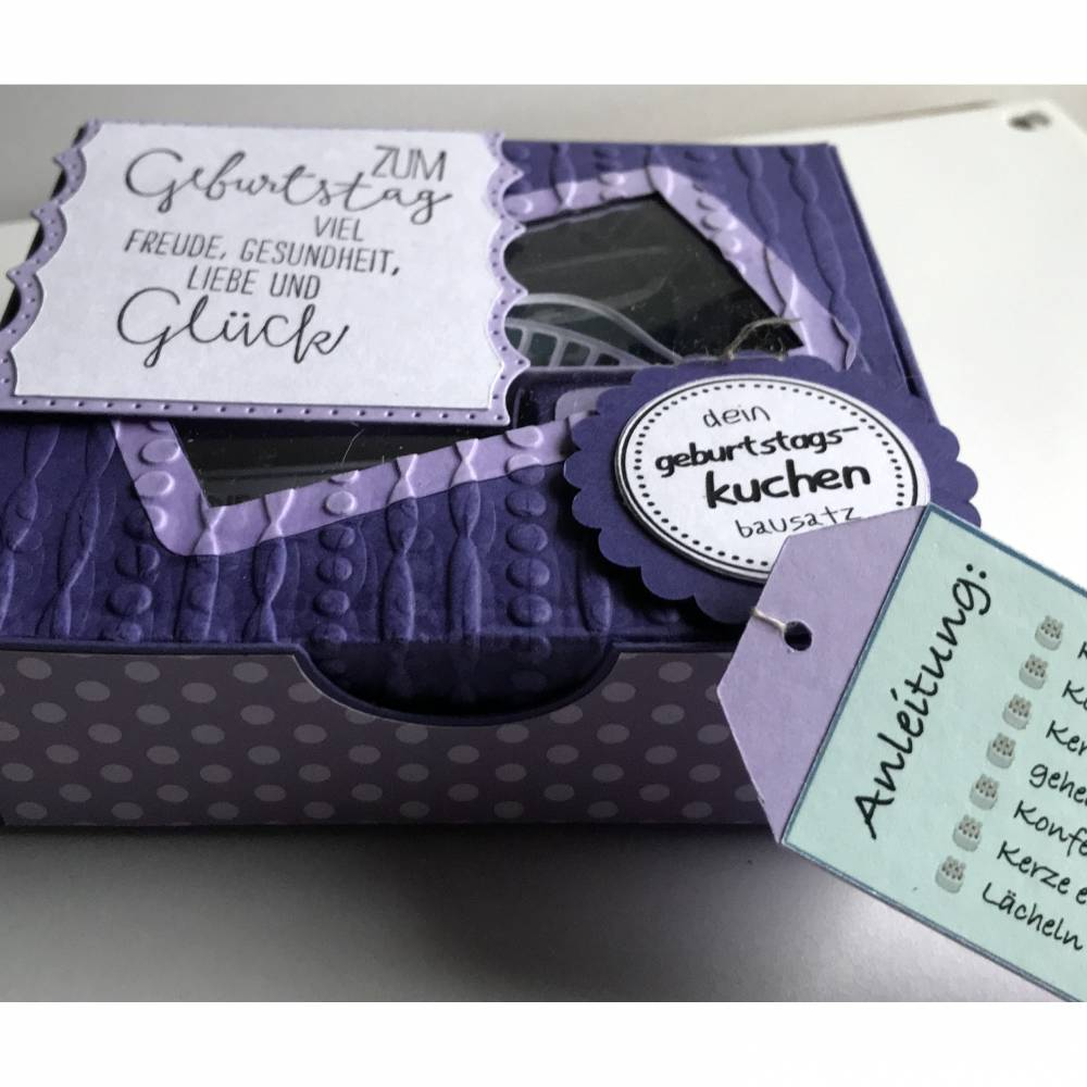 Geburtstagskuchen Bausatz 'himmlisches Lila' mit Konfetti, Kerze +  Spitzendeckchen für den Geburtstagskuchen To