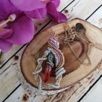 Regenbogen Anhänger in einer Perlen Drahtfassung und Quarz Kristall in Regenbogen Farben - Statement Schmuck (Einzelstüc Bild 3