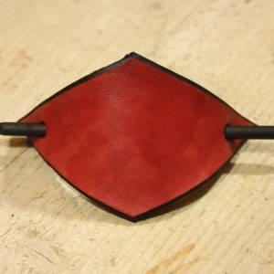 Rote Leder Haarspange, handgefertigt, mit Holzstab, Raute, rautenförmig, schlicht, minimalistisch, Hipster, retro, siebz Bild 2