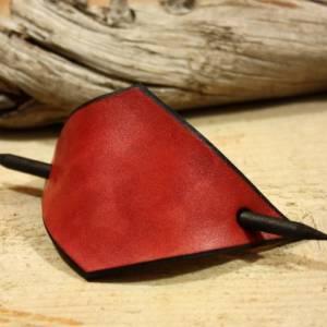Rote Leder Haarspange, handgefertigt, mit Holzstab, Raute, rautenförmig, schlicht, minimalistisch, Hipster, retro, siebz Bild 3