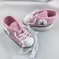 gehäkelte Babyturnschuhe in rosa mit schwarz (028) Bild 3