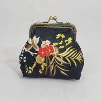 Geldbörse schwarz gold, Blumen, Portemonnaie klein, Geldbeutel, Bügeltasche vintage, Geschenk für sie Bild 1