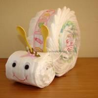 Windelschnecke mit Zubehör, Windeltorte für Mädchen, Geschenk zur Geburt Bild 10