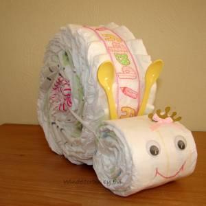 Windelschnecke mit Zubehör, Windeltorte für Mädchen, Geschenk zur Geburt Bild 2