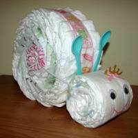Windelschnecke mit Zubehör, Windeltorte für Mädchen, Geschenk zur Geburt Bild 6