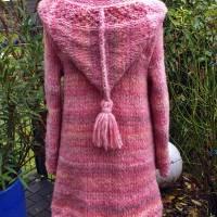 Weicher voluminöser Strickmantel mit spitzer Kapuze** rosa Farbverlauf**M Bild 5
