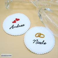 Gestickter Glasuntersetzer für die Hochzeitstafel HOCHZEIT Bild 1