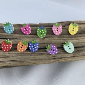 5 bunte Erdbeeren mit Punkten als Knöpfe * Erdbeerknöpfe * Erdbeeren * gepunktet * Knöpfe * Erdbeere * Scrapbooking Bild 1