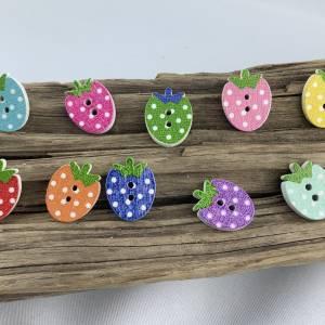 5 bunte Erdbeeren mit Punkten als Knöpfe * Erdbeerknöpfe * Erdbeeren * gepunktet * Knöpfe * Erdbeere * Scrapbooking Bild 2
