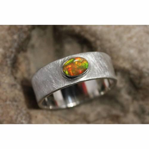 Opalring / Silberring - handgefertigtes Unikat - minimalistischer Bandring - faszinierender roter Opal