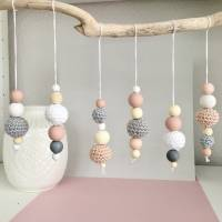 6x Dekohänger Anhänger Frühlingsdeko Holzperlen Häkelperlen weiß * grau * rosa  Bild 1