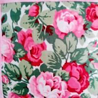 Dekoratives Kissen in Farbtönen wie Rosa, Sand, Grün schafft eine ruhige und gemütliche Atmosphäre. Kissen mit Rosenmoti Bild 2