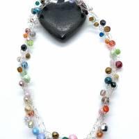 Drahtgehäkeltes Collier, silberfarben mit bunten Perlen Bild 2