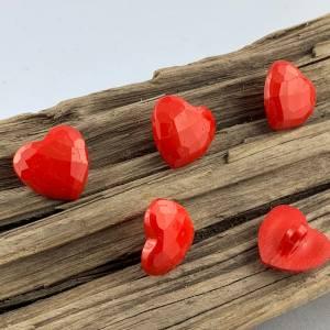10 kleine rote facettierte Kunststoffknöpfe * Herzknöpfe * Herzen * Herz * Heart * Kunststoff * Knöpfe * Kinderknöpfe *  Bild 2