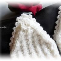 Handgestrickte Pulswärmer/Armstulpen mit Spitze für die Braut - Brautstulpen,Hochzeit,festlich,romantisch,wollweiß Bild 4