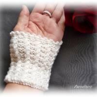 Handgestrickte Pulswärmer/Armstulpen mit Spitze für die Braut - Brautstulpen,Hochzeit,festlich,romantisch,wollweiß Bild 7