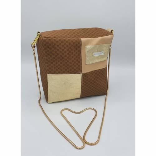 Handtasche Free Freeda aus braunem Kunstleder mit Gold-Elementen