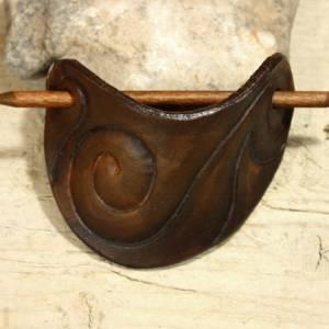 Punzierte Haarspange braun, Lederspange, Haarspange aus Leder dunkelbraun, punziert Bild 3