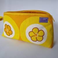 Kosmetiktasche *Vintage-Stoff 70er - 2 Blumen* Größe M, in orange-gelb-weiß von he-ART by helen hesse Bild 3