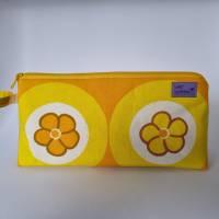 Kosmetiktasche *Vintage-Stoff 70er - 2 Blumen* Größe M, in orange-gelb-weiß von he-ART by helen hesse Bild 4