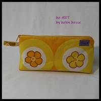 Kosmetiktasche *Vintage-Stoff 70er - 2 Blumen* Größe M, in orange-gelb-weiß von he-ART by helen hesse Bild 5