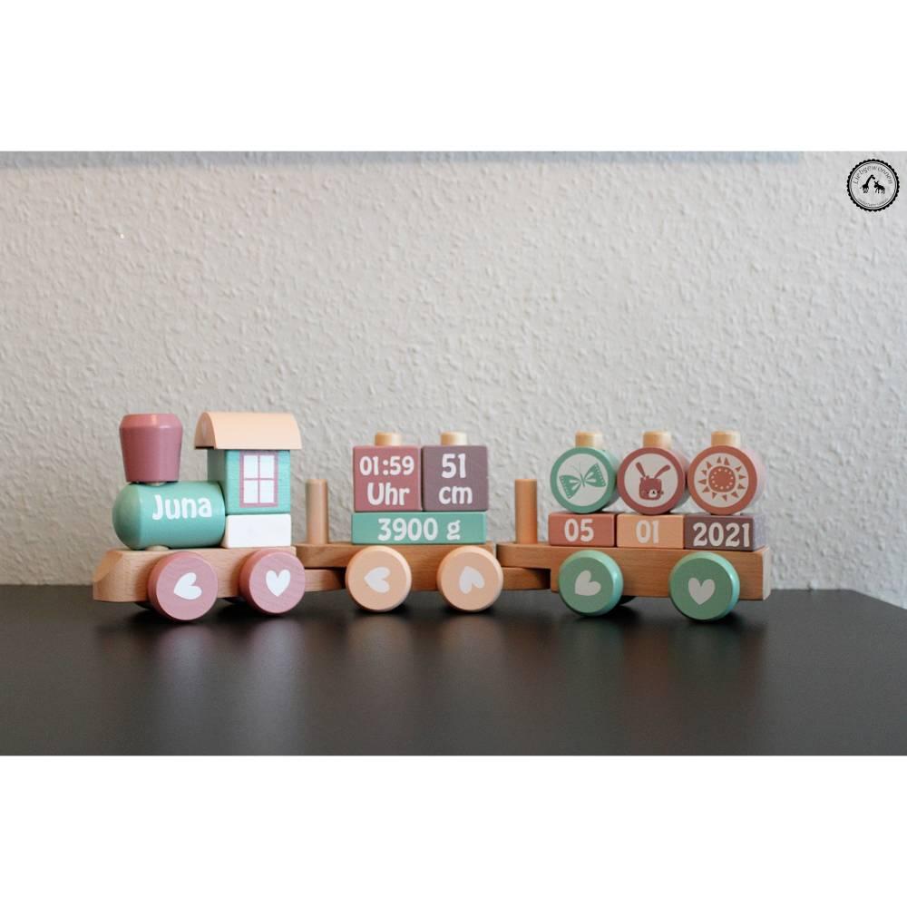 Holz Lokomotive Eisenbahn Zug mit Steckformen - in lila/mint/peach/rosa - personalisiert mit Wunschdaten Bild 1
