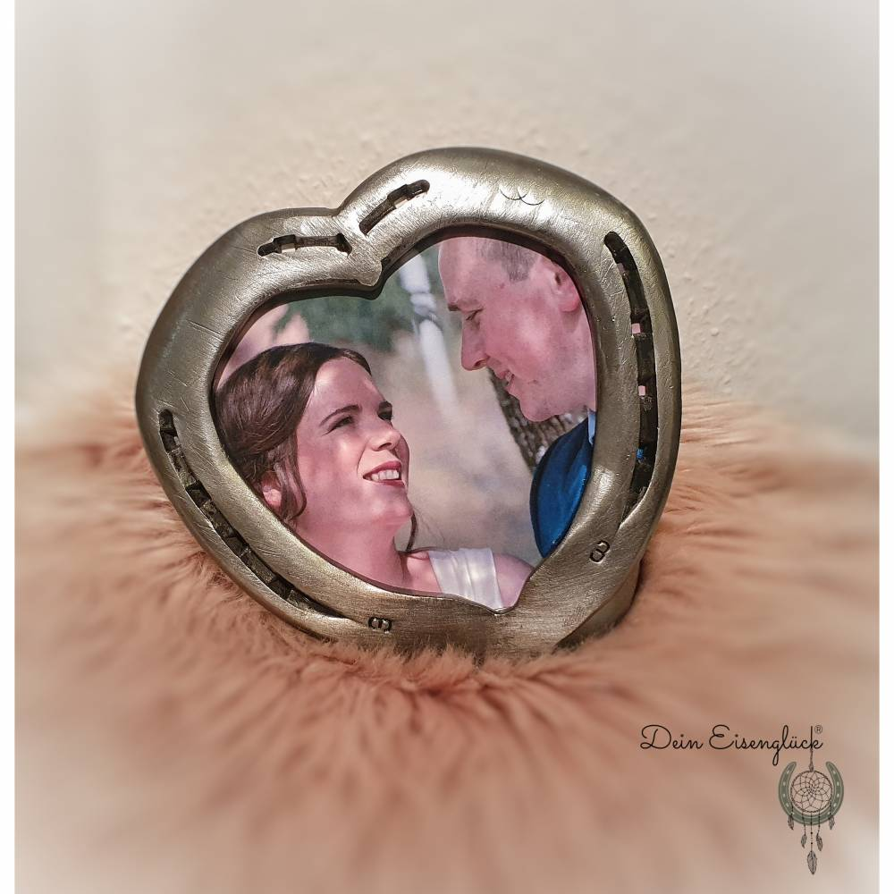 Bilderrahmen aus Hufeisen in Herzform  Bild 1