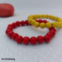 rotes und gelbes Armband mit Holzperlen Bild 1