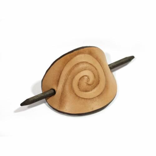 Leder Haarspange natur, mit punzierter Spirale, punzierte Leder Haarspange, Frauen, ethno, Hippie, boho, Goa, Natur, han