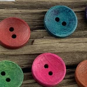 10 runde, bunt durchgefärbte Holzknöpfe * 15 mm * gelb rot grün blau orange * Knöpfe * Scrapbooking * Motivknöpfe Bild 3