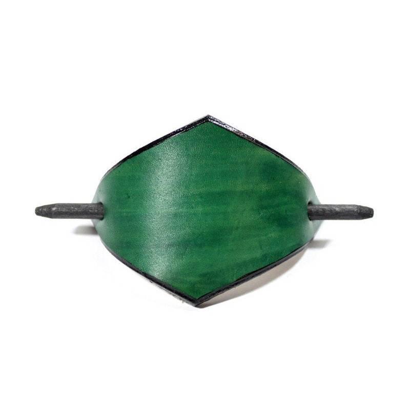 Grüne Lederspange, Haarspange aus Leder, minzgrün, mint, Haarklammer mit Holzstab, lange Haare, minimalistisch, Festival Bild 1