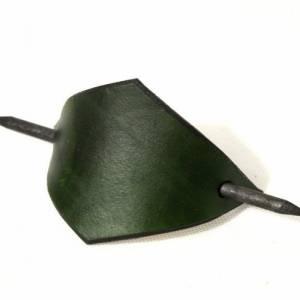 Grüne Lederspange, Haarspange aus Leder, minzgrün, mint, Haarklammer mit Holzstab, lange Haare, minimalistisch, Festival Bild 4