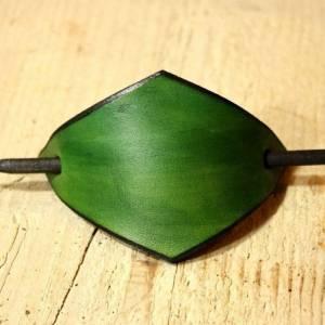 Grüne Lederspange, Haarspange aus Leder, minzgrün, mint, Haarklammer mit Holzstab, lange Haare, minimalistisch, Festival Bild 5