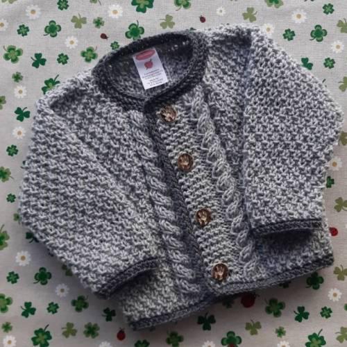 Strickjacke für junge ab Größe 62/68 bis Größe 98/104 trachtenjacke grau anthrazit gestrickt handarbeit pullover mit zopfmuster taufkleidung