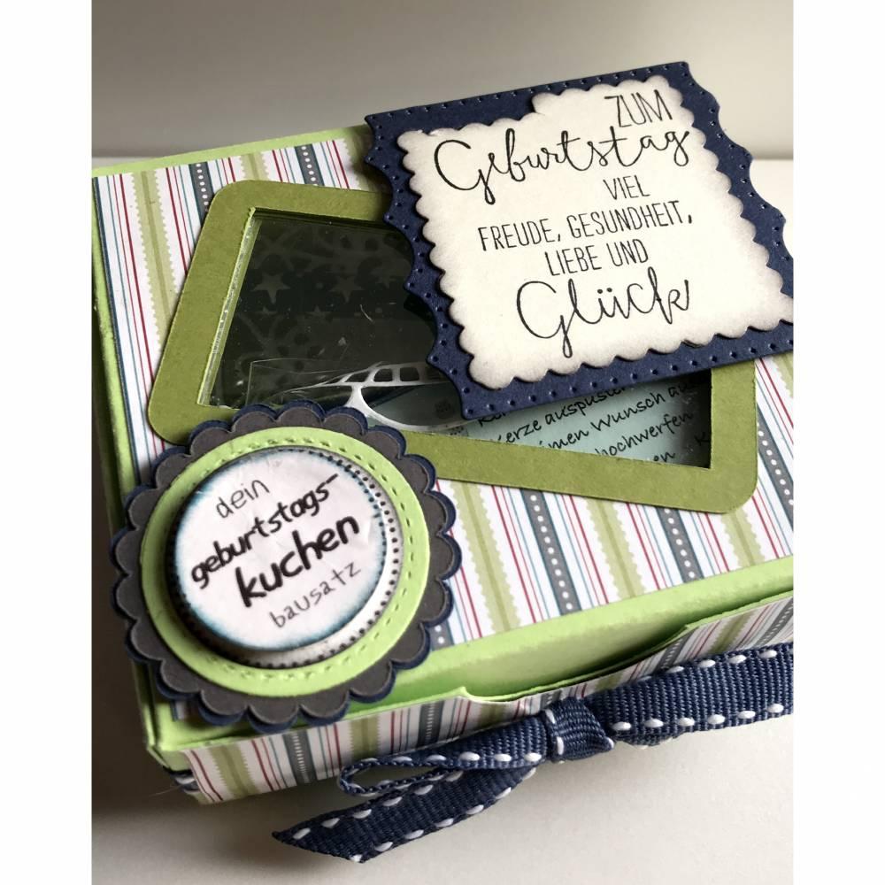 Geburtstagskuchenbausatz 'grün gestreift' mit Konfetti, Kerze +  Spitzendeckchen für den Geburtstagskuchen To Go