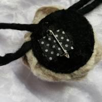 Brosche in Grau Filzblume Button Anstecker Pin Blume Filz Geschenk Dekoration Bild 3