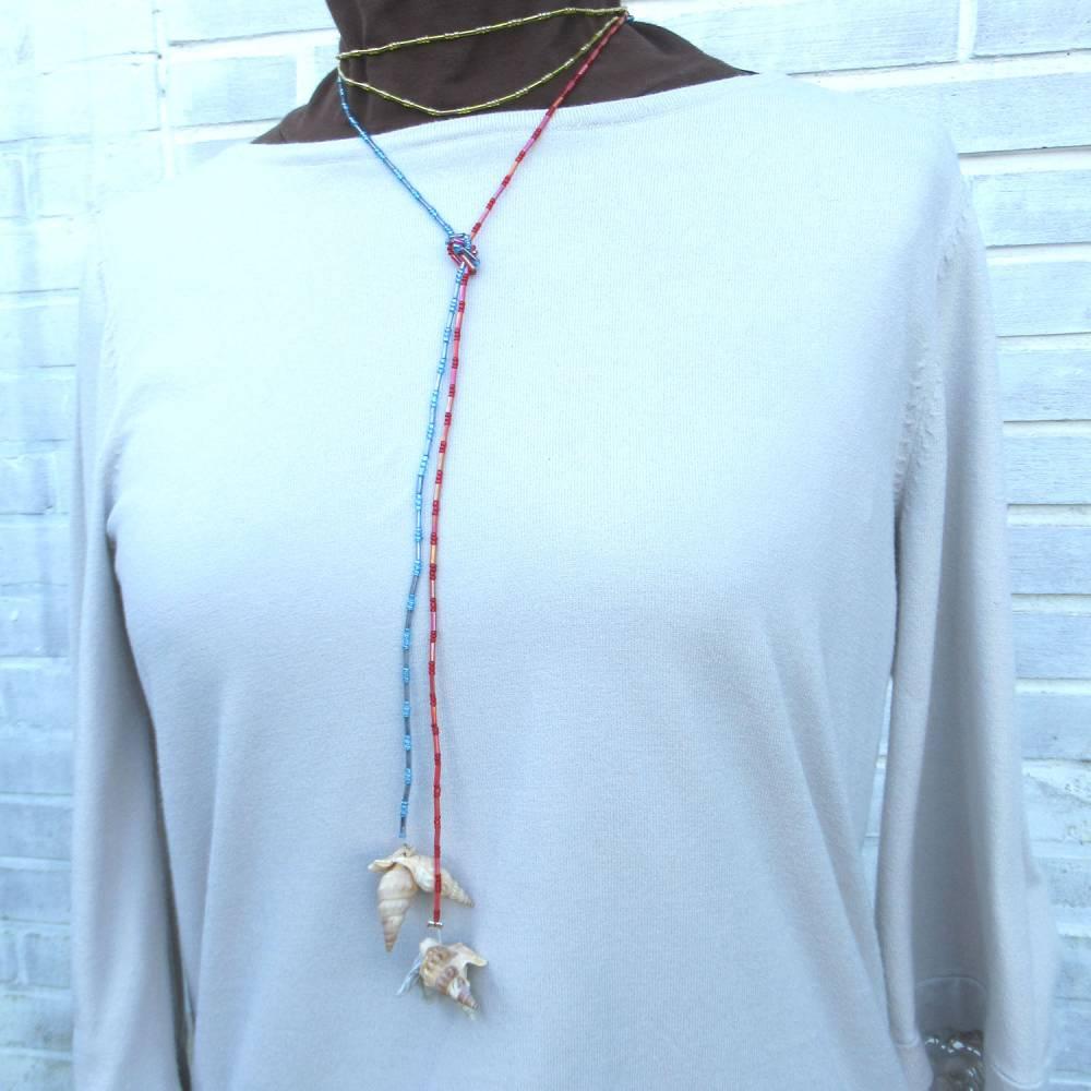 Lange bunte Halskette mit Miniperlen und echten Muscheln zum Knoten, maritimer Look für Naturliebhaberinnen Bild 1