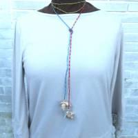 Lange bunte Halskette mit Miniperlen und echten Muscheln zum Knoten, maritimer Look für Naturliebhaberinnen Bild 3