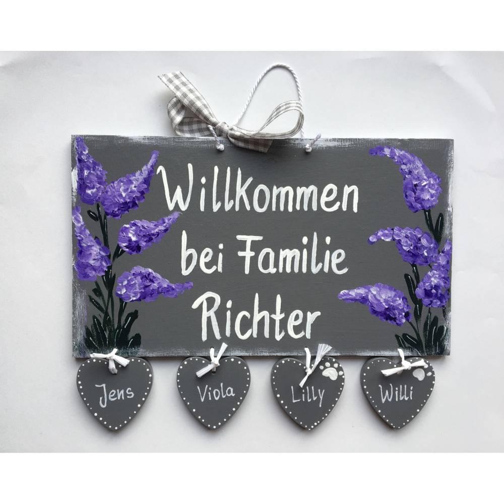 Türschild Flieder,Frühlingszauber,Familientürschild, Holztürschild, Türschild mit Herzanhänger, Personalisiert Bild 1