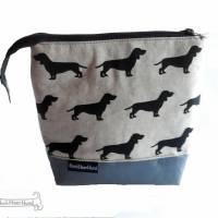 Dackel-Täschchen, Kosmetiktasche, Projekttasche; für Strickzeug, Krimskrams... Nicht nur für Hundefreunde Bild 2