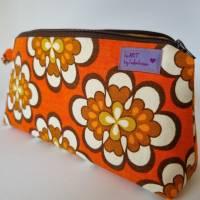 Kosmetiktasche *Vintage-Stoff 70er - 2 Blumen* Größe M, in orange-weiß-braun von he-ART by helen hesse Bild 1