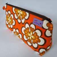 Kosmetiktasche *Vintage-Stoff 70er - 2 Blumen* Größe M, in orange-weiß-braun von he-ART by helen hesse Bild 2