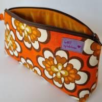 Kosmetiktasche *Vintage-Stoff 70er - 2 Blumen* Größe M, in orange-weiß-braun von he-ART by helen hesse Bild 3