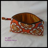 Kosmetiktasche *Vintage-Stoff 70er - 2 Blumen* Größe M, in orange-weiß-braun von he-ART by helen hesse Bild 4