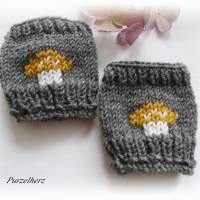 Handgestrickte Pulswärmer/Armstulpen mit Pilz für Baby´s/Neugeborene - Handstulpen,Geschenk,Geburt,grau,ocker  Bild 3
