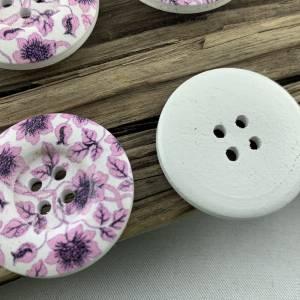 5 Holzknöpfe * 30 mm * weiß * lilafarbene Blumenranke * flieder * Blumenranke * bedruckt * weiße Knöpfe * Scrapbooking * Bild 4