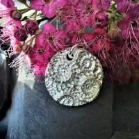 Runder Silber-Anhänger mit eingeprägten Ammoniten aus 999 Silber Bild 4