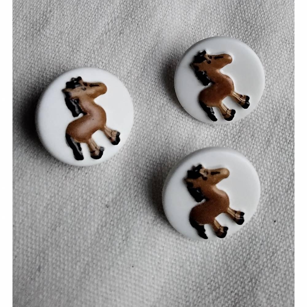 Knopf mit Pferd, weiß/braun, Kinderknopf, Kunststoff, Knopf mit Steg Bild 1