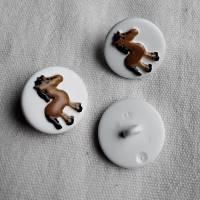 Knopf mit Pferd, weiß/braun, Kinderknopf, Kunststoff, Knopf mit Steg Bild 2